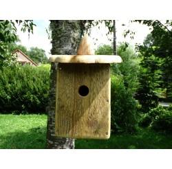 maison et nichoir oiseaux suspendre en bois fabrication artisanale en bois les yeux en l 39 air. Black Bedroom Furniture Sets. Home Design Ideas