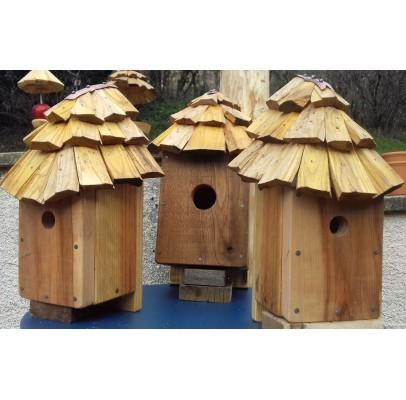 NICHOIR en bois recyclés et TAVAILLON pour oiseaux-28mm (Délai de fabrication 10 jours)ois recyclé- boite à oiseaux 27 mm