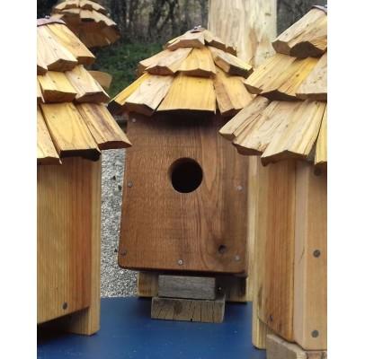 NICHOIR en bois recyclés et TAVAILLON pour ROUGE-queue-45mm (Délai de fabrication 10 jours)