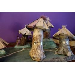 """Cabanes des lutins en bois recyclés """"résineux et châtaignier"""" fabrication artisanale"""