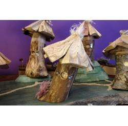 """Cabanes des lutins en bois recyclés """"bois exotique et châtaignier"""" fabrication artisanale"""