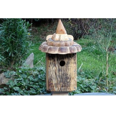 Nichoir en bois recyclés pour oiseaux -accès 28 mm-toit pointu