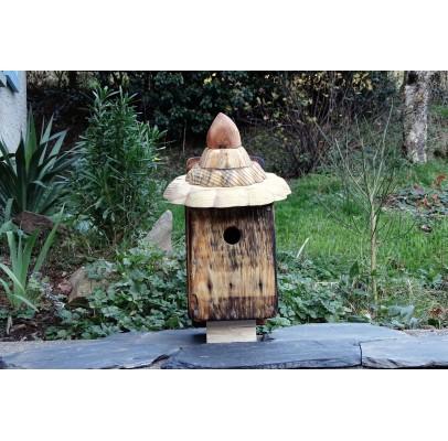 """Nichoir en bois recyclés et flammé pour oiseaux -28 mm-toit pointu """"4"""""""